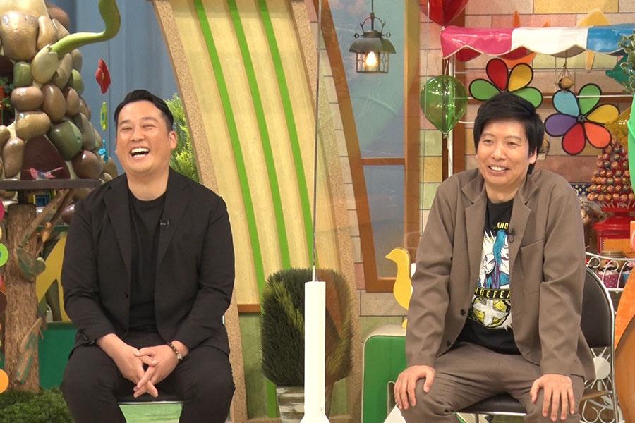 ゲストの藤崎マーケットも大爆笑のカレンダーが続々とお披露目される(写真提供:MBS)
