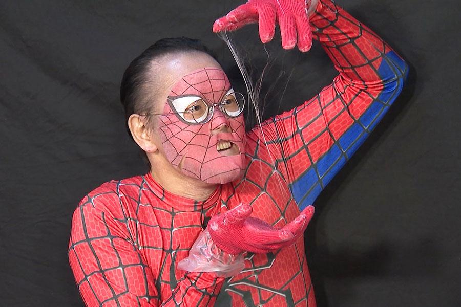 スパイダーマンお馴染みの技に挑む、アインシュタイン・稲田(C)ABCテレビ