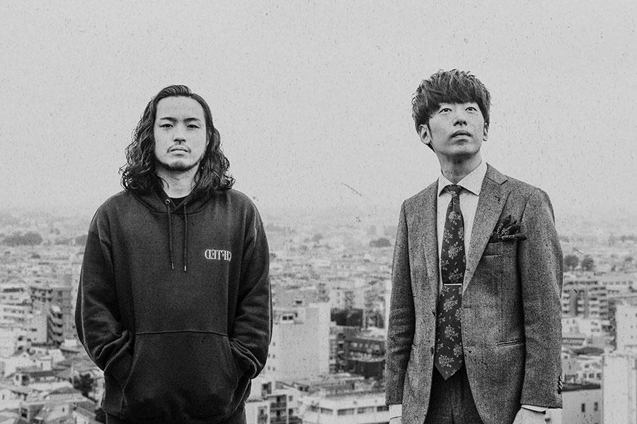 ヒップホップユニット・Creepy NutsのR-指定(左)、DJ松永