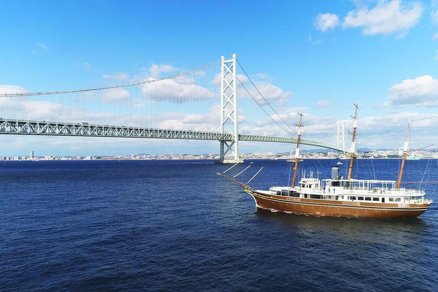 淡路交流の翼港を出発し明石海峡大橋を目指す新しいクルーズ