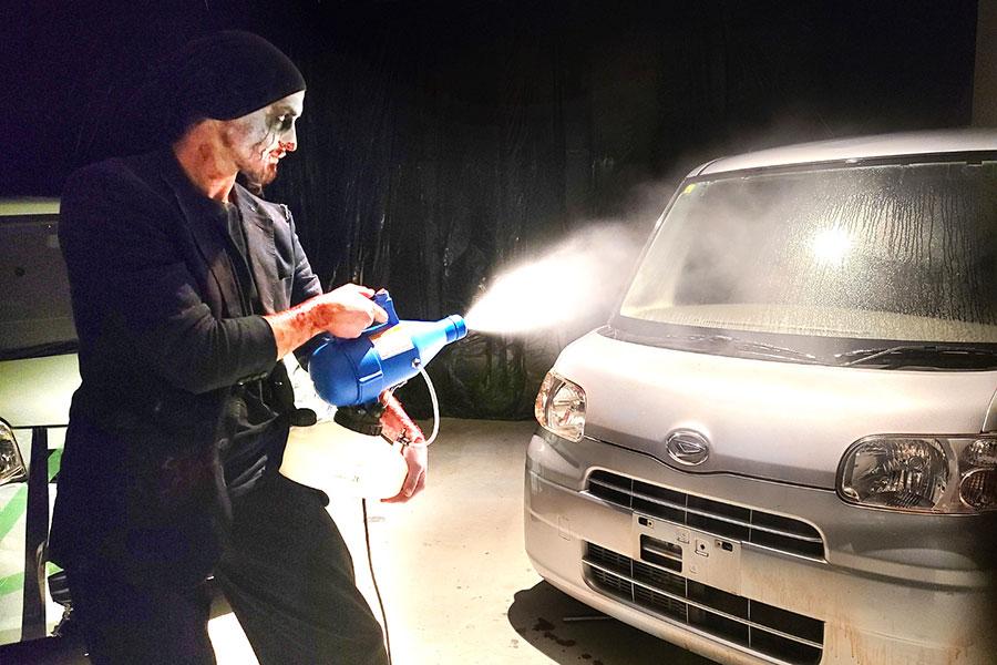 利用ごとに除菌される車は、ロビーに配置されている
