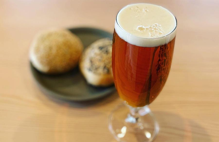 本日のクラフトビール600円。ホップの香りがする軽めのタイプと風味しっかりめの2種類