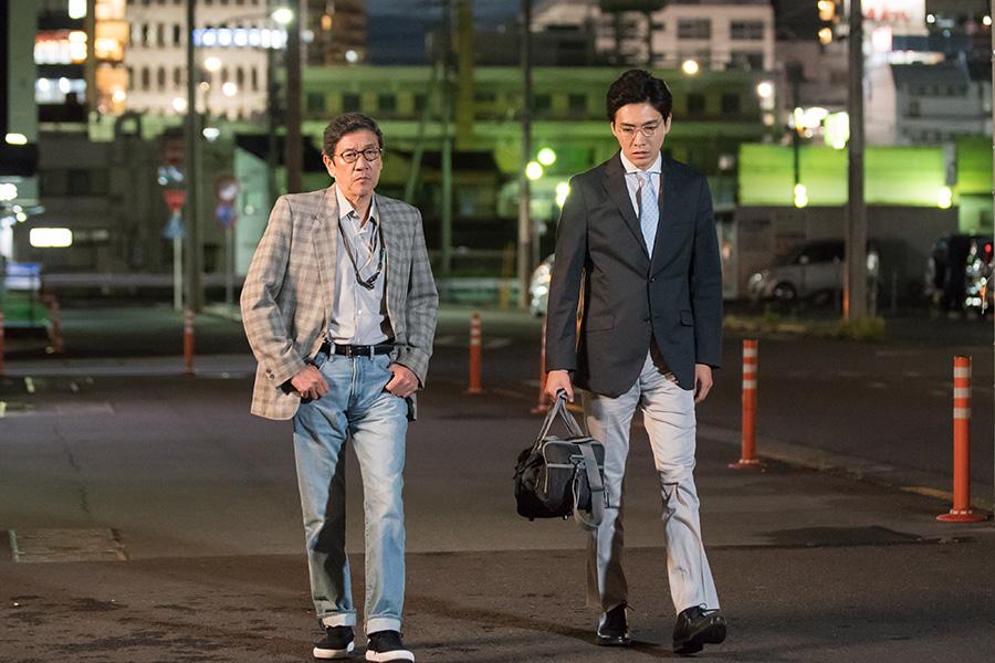 長尾和宏医師を演じたのは柄本(右)の義父でもある奥田瑛二