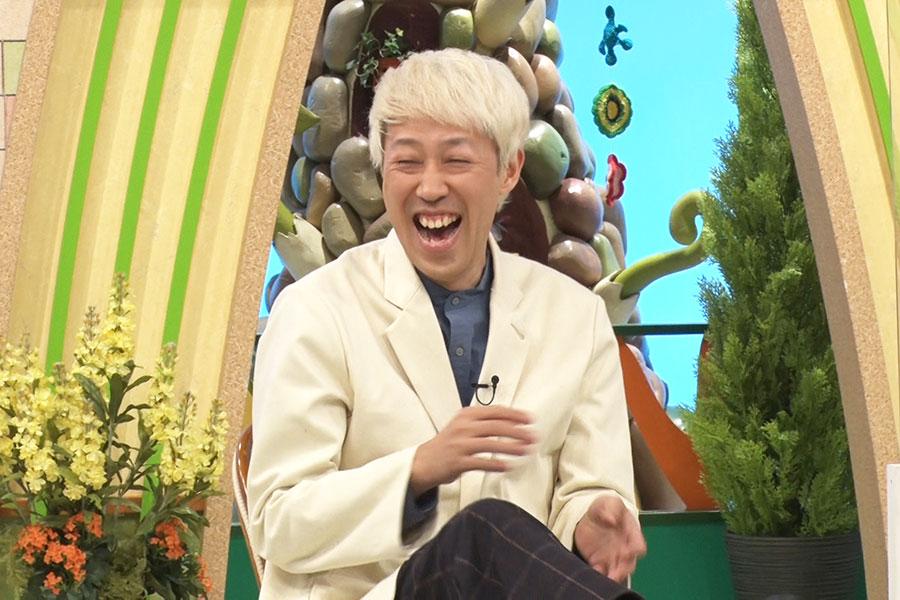 団員のプレゼンにダメだししていく小籔千豊(写真提供:MBS)