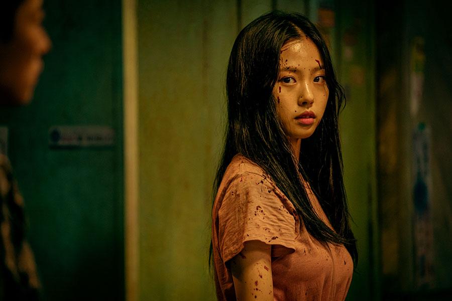 バレリーナを目指し、怪我で挫折したイ・ウニュ役はコ・ミンシ。Netflixオリジナルシリーズ「Sweet Home -俺と世界の絶望-」