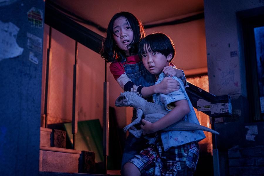 周辺の住民に助けられながら生き抜く姉弟。Netflixオリジナルシリーズ「Sweet Home -俺と世界の絶望-」