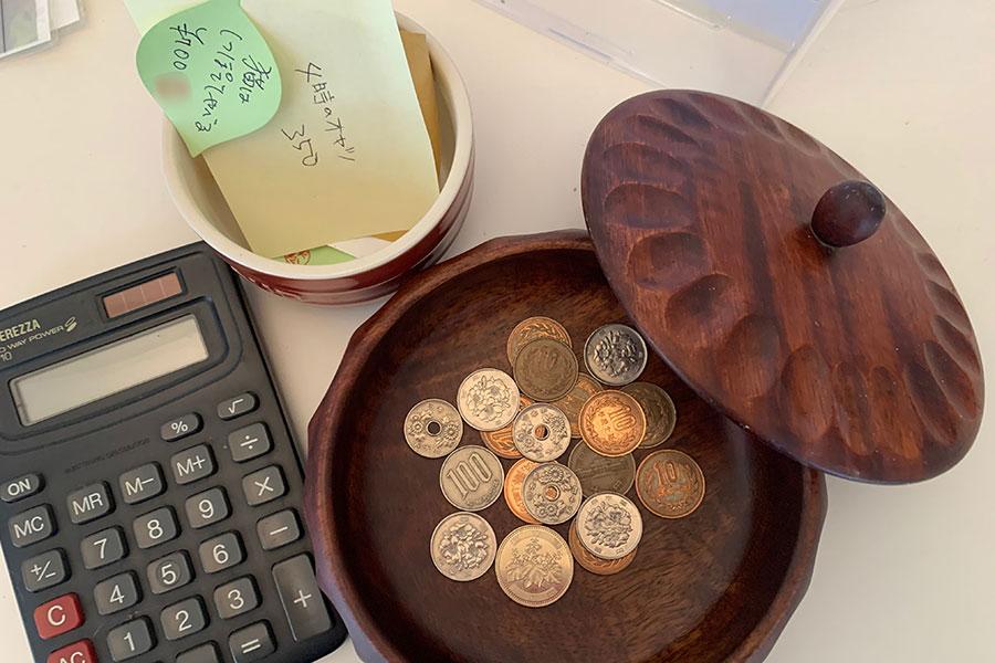 支払いはお客さんが確認して会計箱に入れるシステム。おつりが必要なときは2軒隣のおつりが必要な際などは「そらにじひめじ」へ