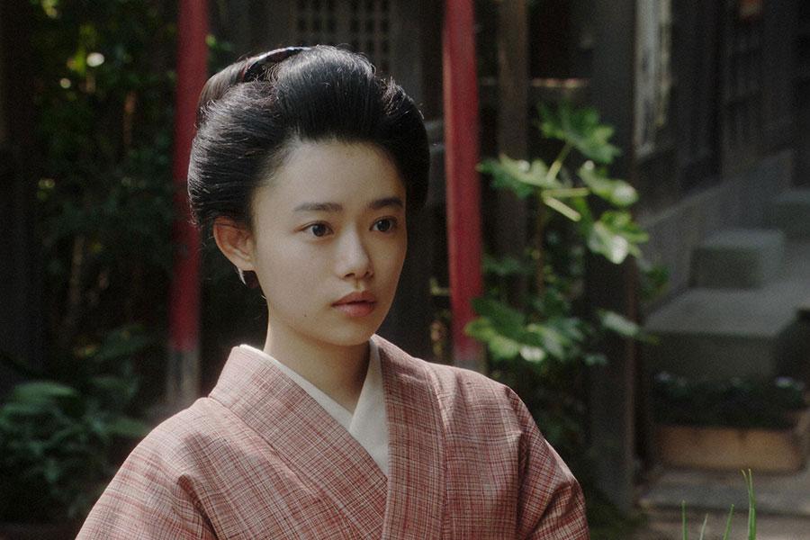 一平(成田凌)の家を訪れた千代(杉咲花)(C)NHK