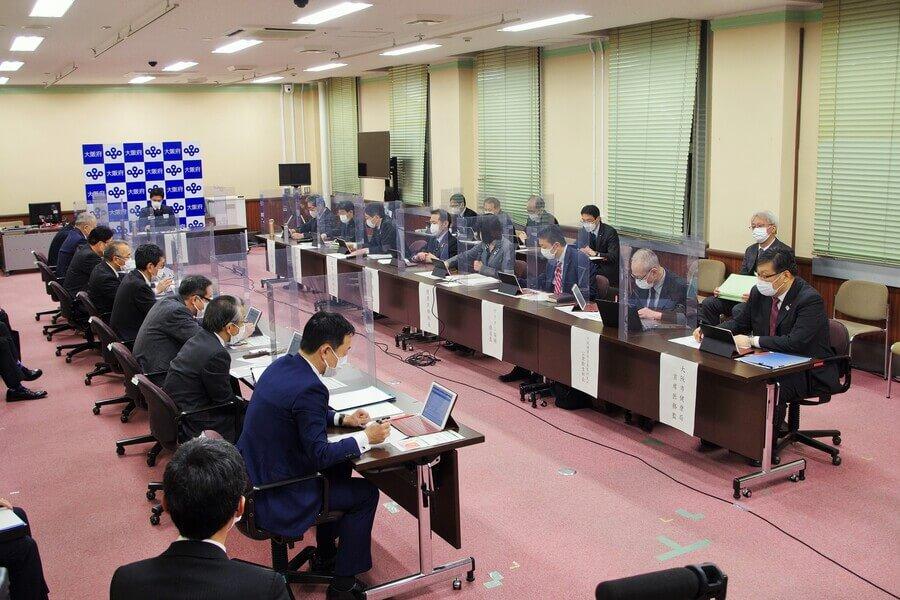 大阪府の「新型コロナウイルス対策本部会議」の様子(2月26日・大阪府庁)