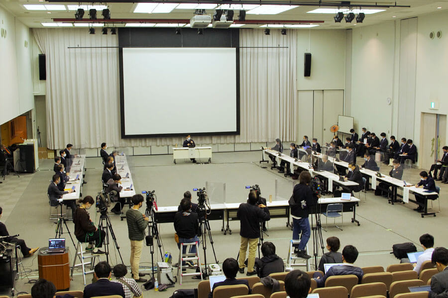「大阪府新型コロナウイルス対策本部会議」の様子(2月1日・大阪府庁)