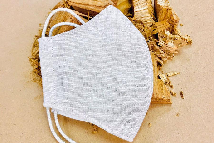 「縁樹(えんぎ)の糸プロジェクト」の 樹木から生まれたマスク1980円・6階きもの売り場で販売