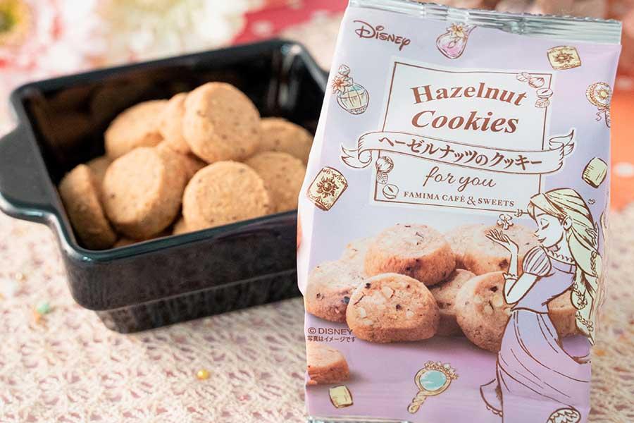 ヘーゼルナッツのパウダーとクラッシュと練り込んだ『ヘーゼルナッツのクッキー』(168円)
