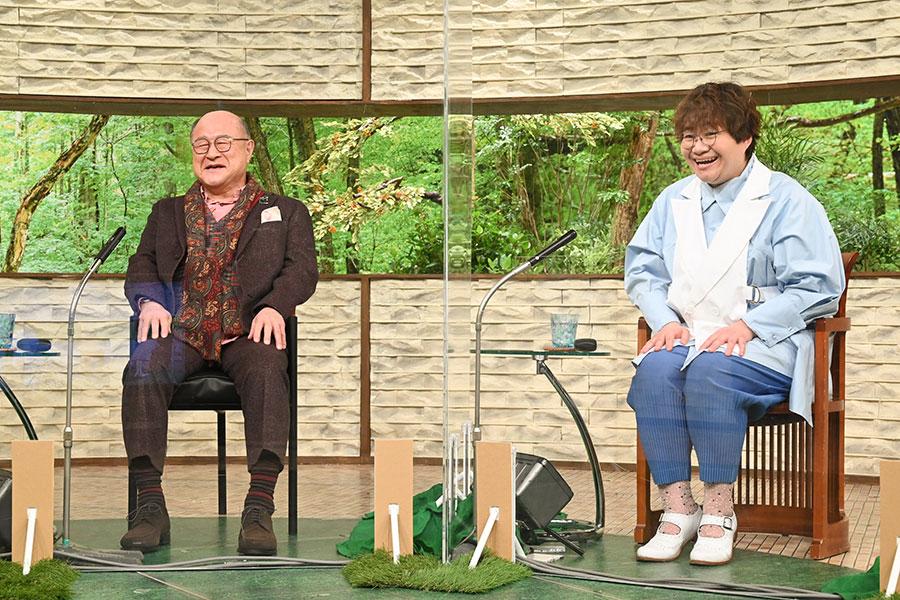 ゲストの角野卓造(左)と、ハリセンボン・近藤春菜(写真提供:MBS)