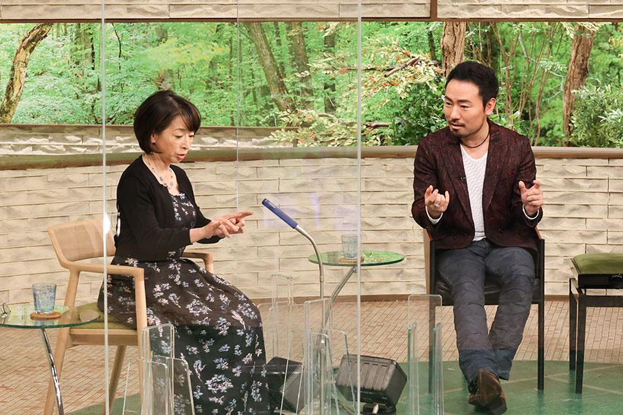 番組MCの阿川佐和子(左)と西川悟平(写真提供:MBS)