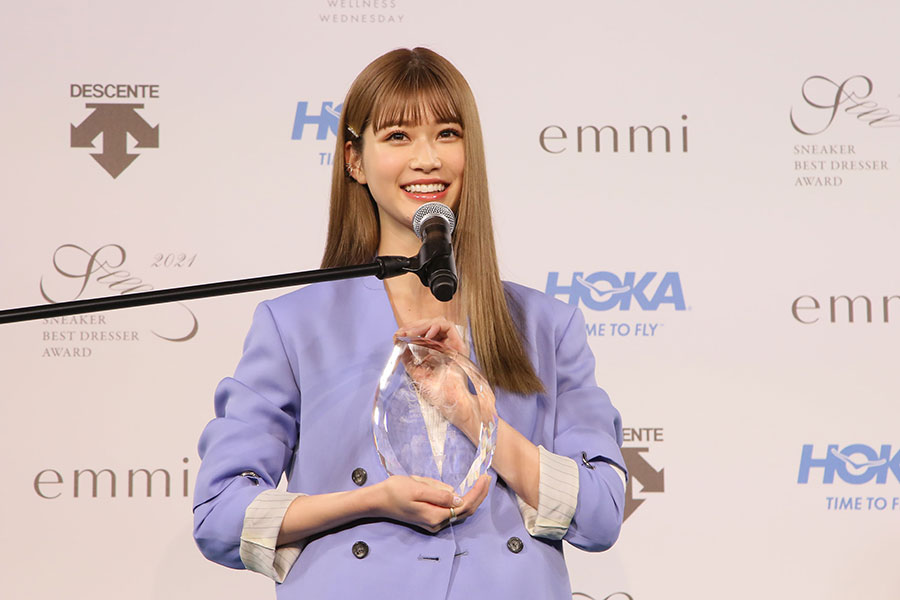 『スニーカーベストドレッサー賞 2021』表彰式に出席した生見愛瑠(22日・東京都内)