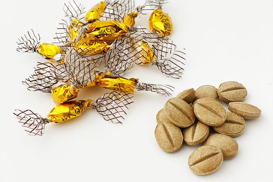 1粒1粒珈琲豆の形に成型している「たべる珈琲」