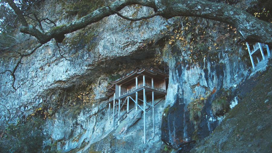 「日本一危ない国宝鑑賞」と称される「国宝投入堂」