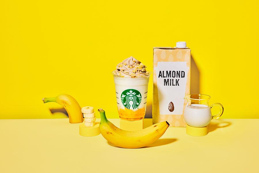 「バナナンアーモンドミルク フラペチーノ(R)」620円(税別、Tallサイズのみ)