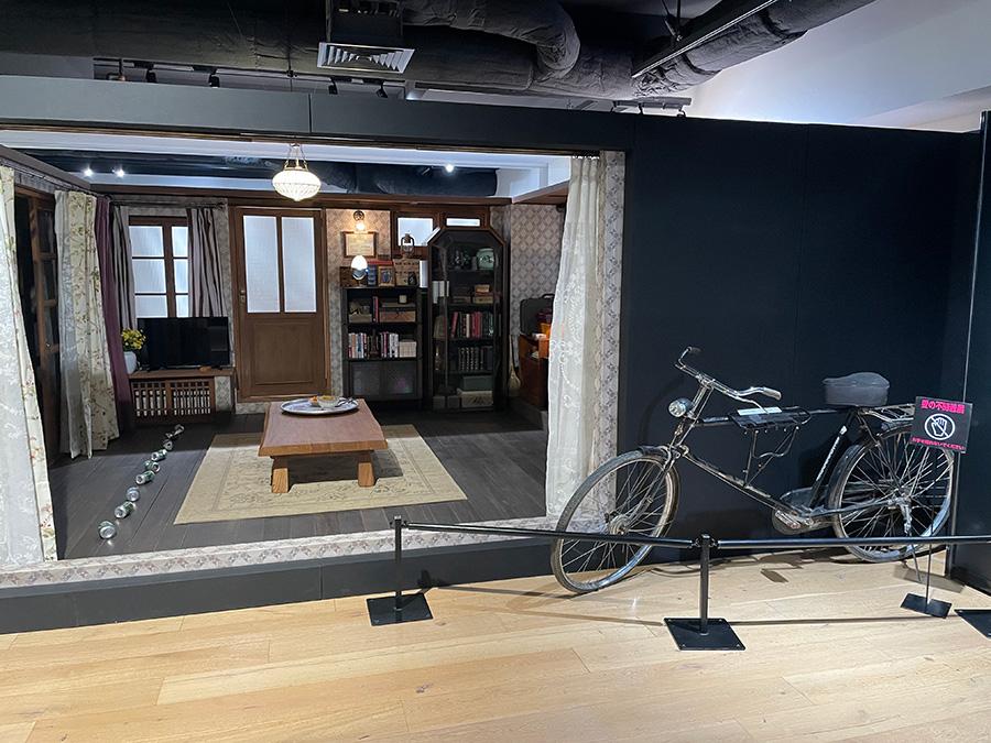 室内を見て回れるジョンヒョクの自宅セットは、脱北者の証言をもとにリアルに作られているのだそう。撮影もOK