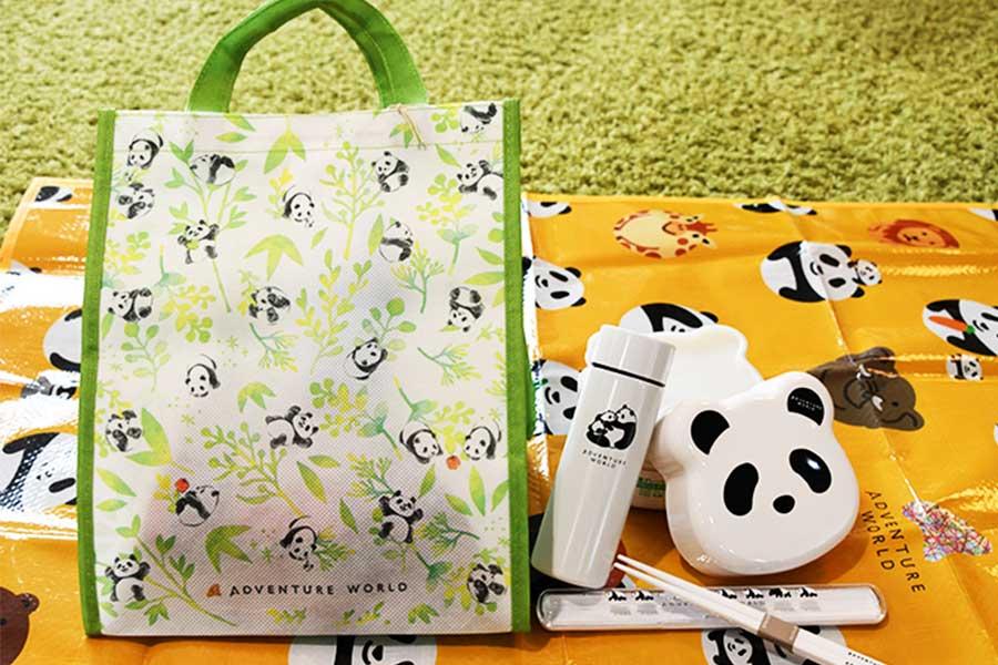 バック、2段ランチボックス、ステンレスミニボトルなどが入ったパンダお出かけセット(3500円)