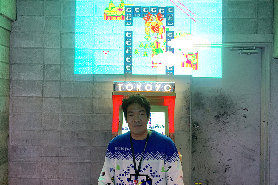 「京都新聞ビル地下1階」。優秀賞を受賞したたかうらかずき。作品のひとつには来場者が実際に遊んで楽しめるゲームも展示されている