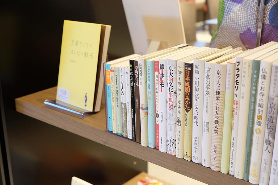 京都がテーマの選書が並ぶ