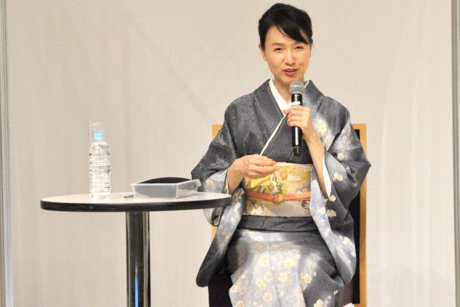 演じる菊の役柄について、「あれだけ思ったことを、スパッと、パンパーン! と言ってくれるのは、気持ちいいですね」といしの(3月22日・大阪市内)