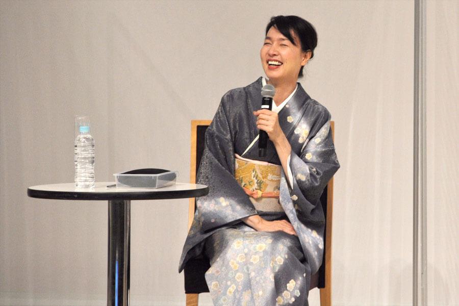 「家族のお土産にするほど『今井』のうどんのファン」と話した、いしのようこ(3月22日・大阪市内)
