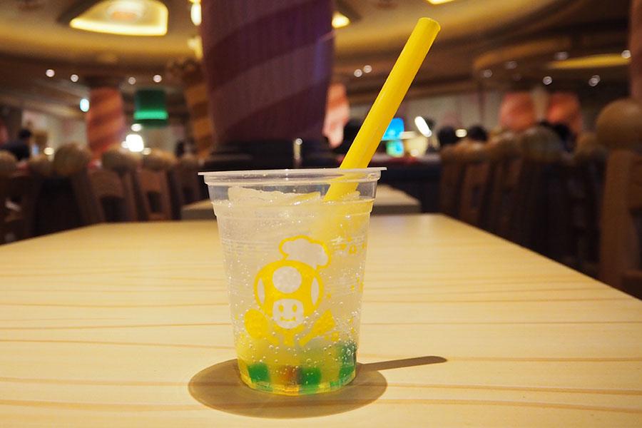 爽やかで暑い時期にぴったりなスーパースター・レモンスカッシュ(600円)