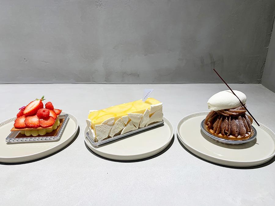 左から岡村さんが作る「タルト・フレーズ」580円、森さんの自信作「タルト・シトロン」600円、北川さんが得意とする「モンブラン」590円(以上税別)