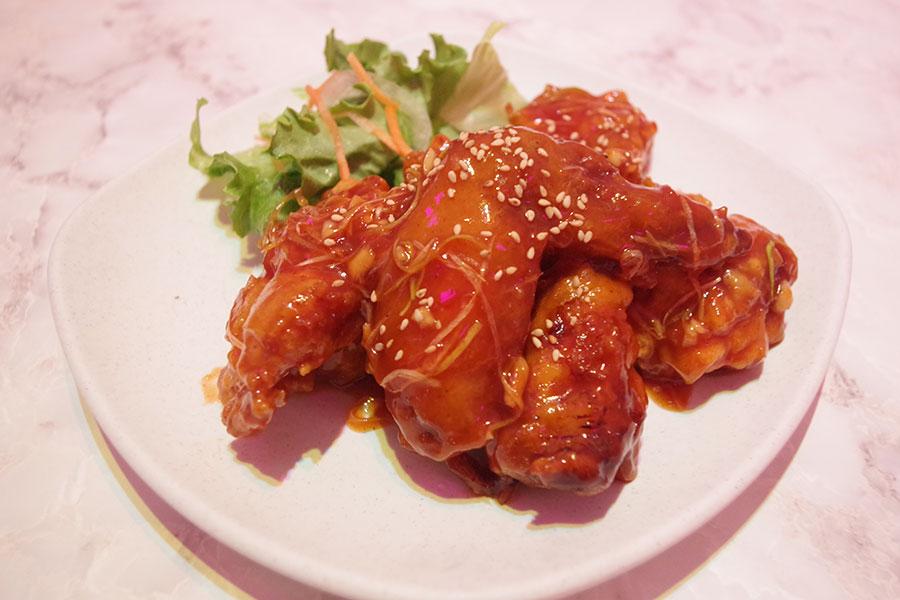 「Honmani Chicken」甘辛いタレを絡めたヤンニョムチキン