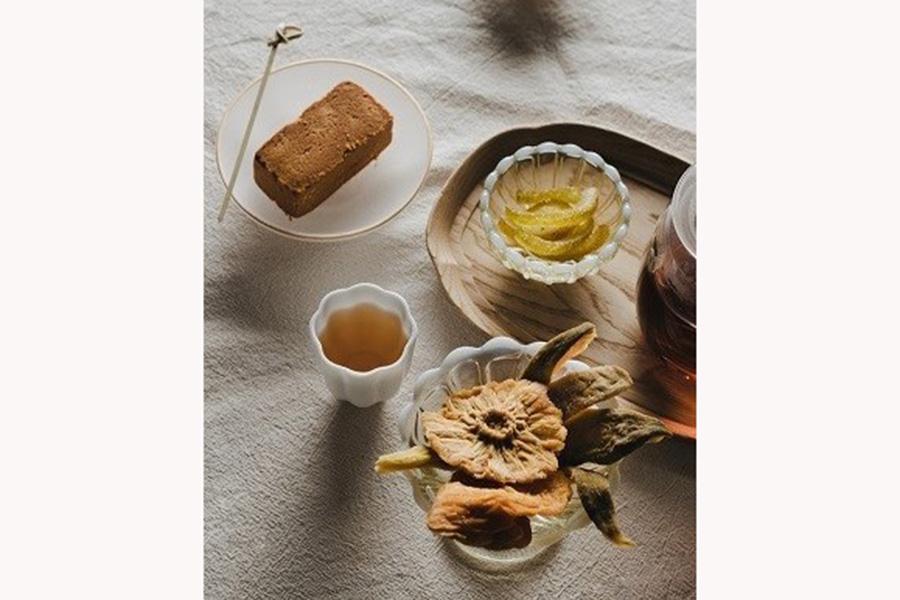 「Oolong Market 茶市場」では約50席のティーサロンも。ドライフルーツやパイナップルケーキとともに台湾茶を楽しめる