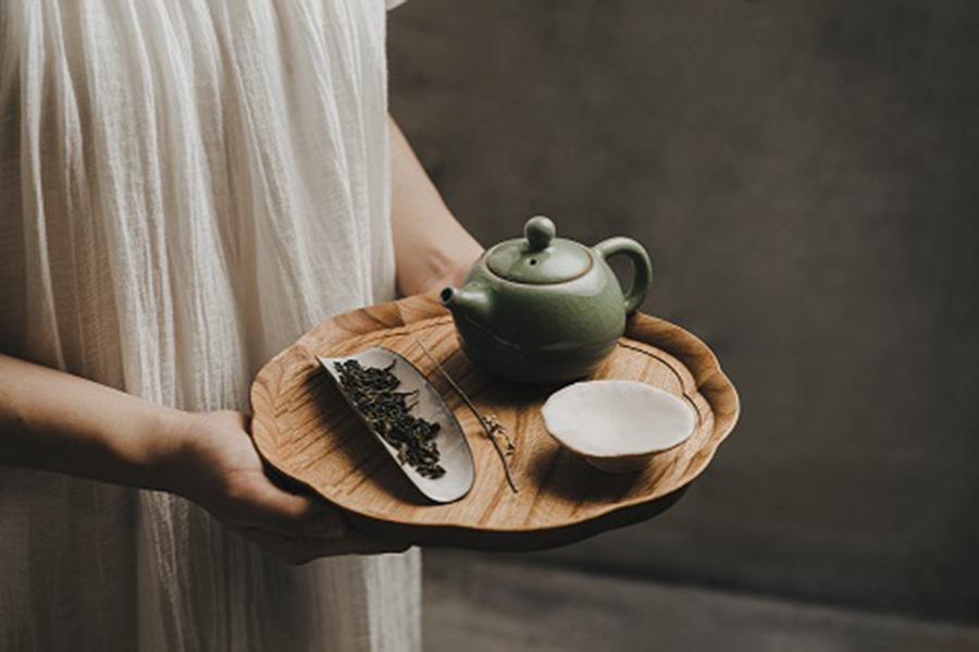 「Oolong Market 茶市場」では、台湾茶ブランドをはじめ、お茶に関する書籍や茶器、茶菓子などがそろう