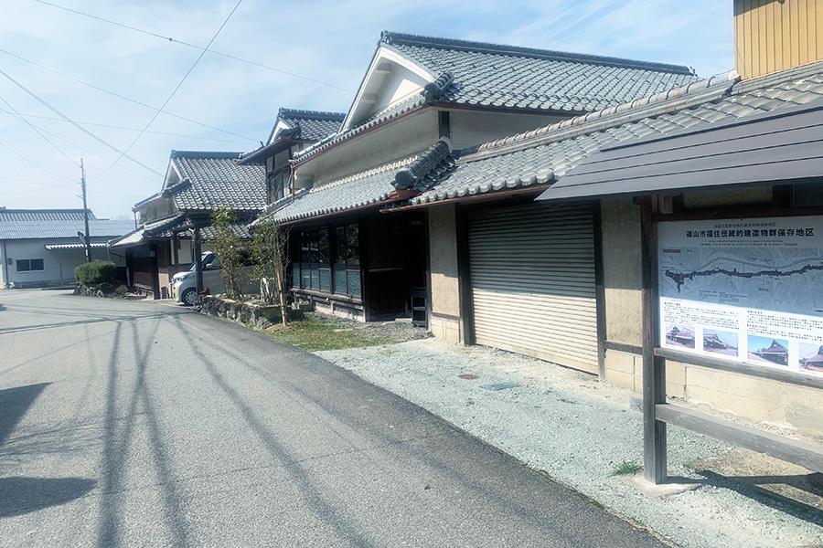 店は、篠山市福住伝統建造物群保存地区に