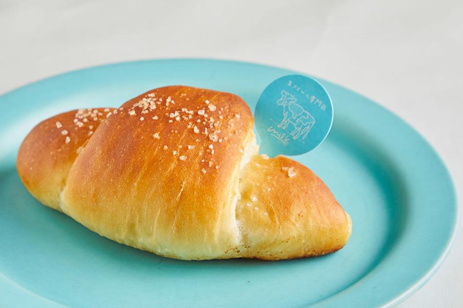 ミルク塩バターパン220円