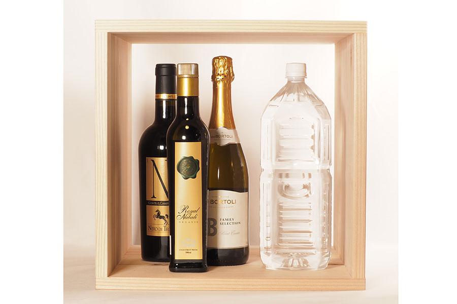 「大」サイズはワインや2ℓペットボトルのほか、ポットや花瓶もスッキリ収納