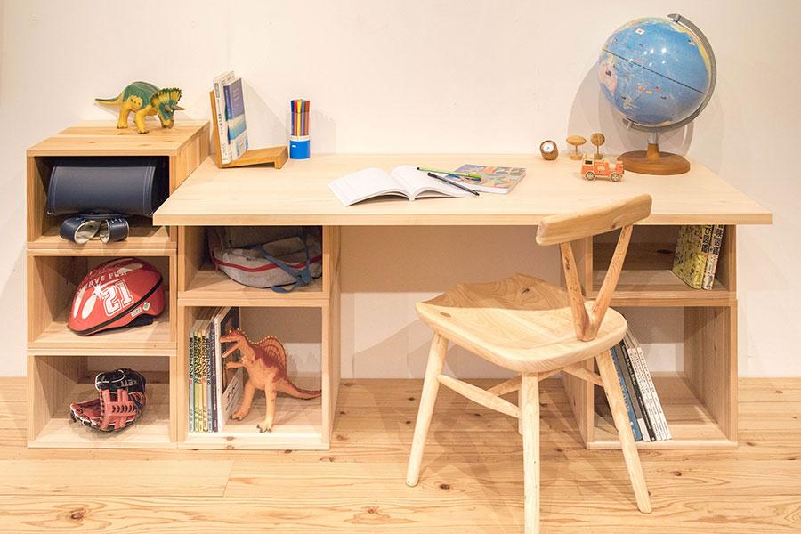 サイズ大と小を重ねた学習机
