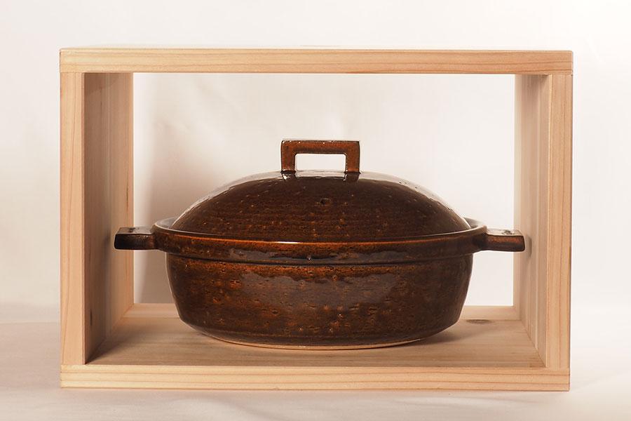 「小」サイズは本の収納のほか、鍋やカセットコンロもキレイに収納できる