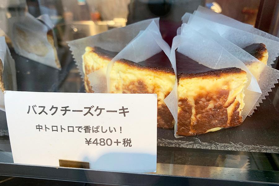 「LE SHIMIKI」のトロトロ食感がたまらないバスクチーズケーキ、1ピース480円(税別)