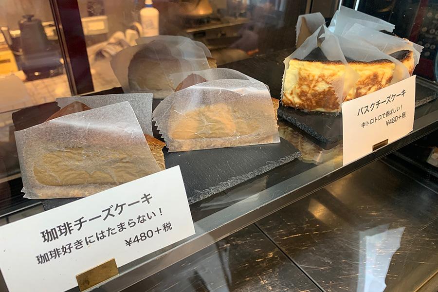 「LE SHIMIKI」人気のチーズケーキ。まだ午前中だったが訪れた時間には、2種が残るのみ