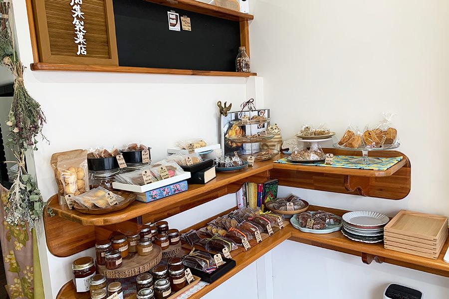 小さなマドレーヌやフォナンシェや季節のジャムも揃う「加集製菓店」
