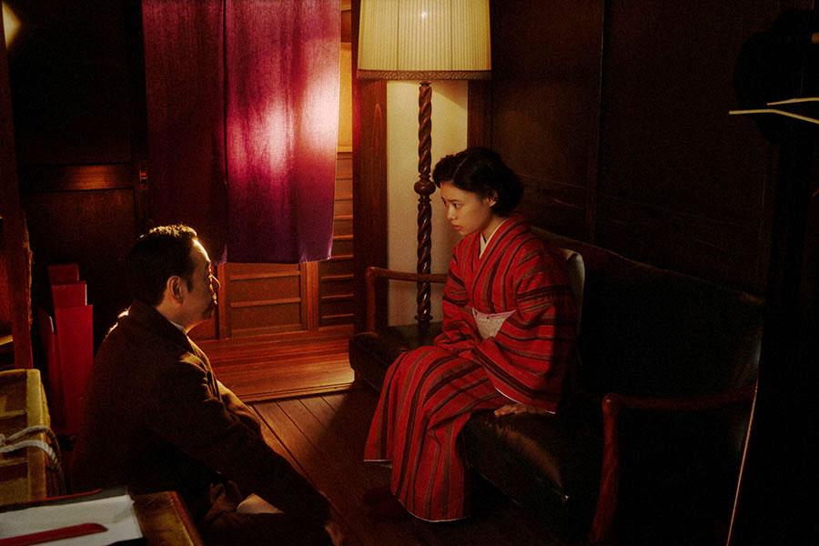 万太郎(板尾創路)と話しをする千代(杉咲花)(C)NHK