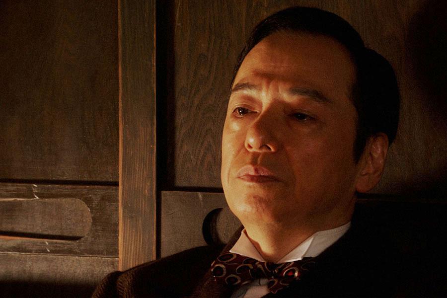 千代(杉咲花)と話しをする須賀廼家万太郎(板尾創路)(C)NHK