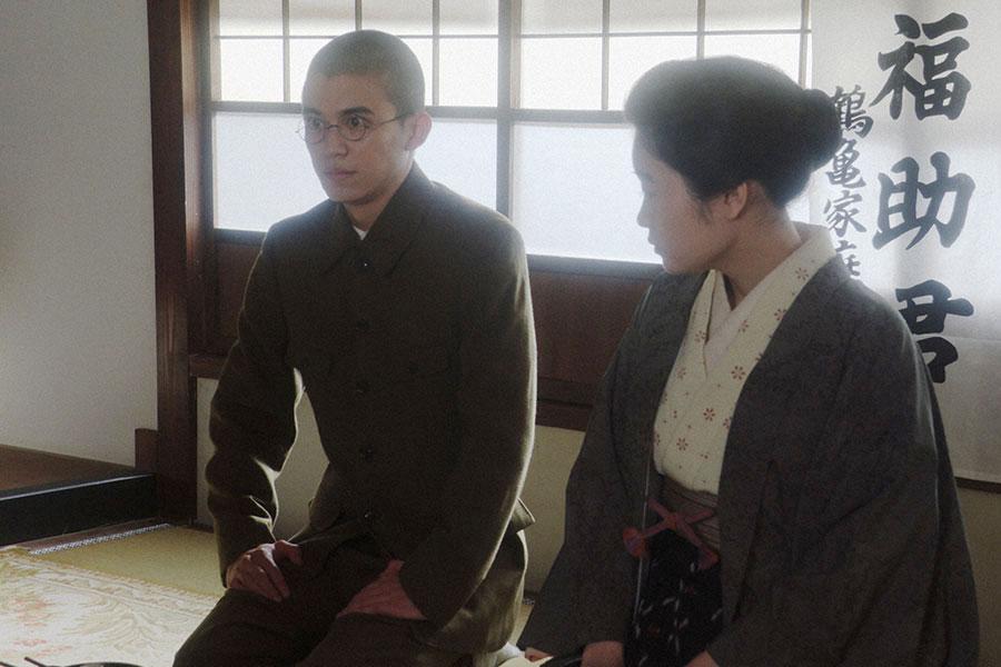 壮行会でみんなにあいさつをする福助(井上拓哉)(C)NHK