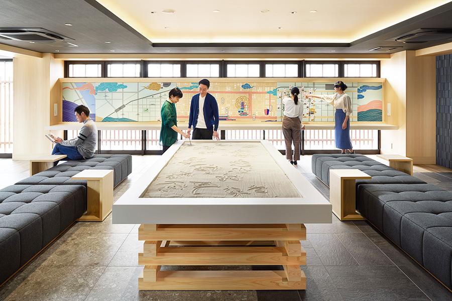 「OMO3 京都東寺」のパブリックスペースには、砂の写経テーブルがあるのも特徴(イメージ)