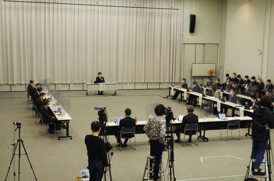 『大阪府新型コロナウイルス対策本部会議』の様子(3月26日・大阪府庁)