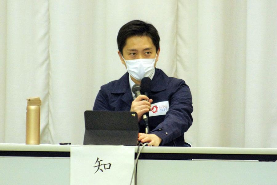 『大阪府新型コロナウイルス対策本部会議』で発言する吉村洋文知事(3月26日・大阪府庁)