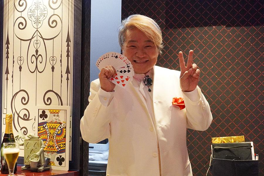 40歳を過ぎてからマジシャンになったというShinさん