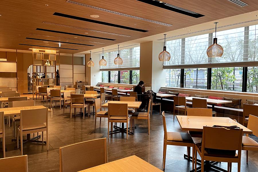 レストラン「梅ごこち」で朝食ブッフェ、ランチ、カフェを提供。宿泊者以外の利用も可能