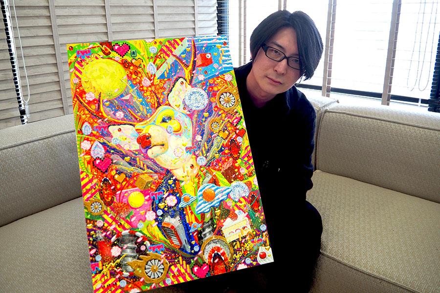 取材当日は、圧倒的な筆致で描いた作品『ナラシカ』(2018/アクリル、紙、木製パネル)とともにインタビューを受けた笹田靖人
